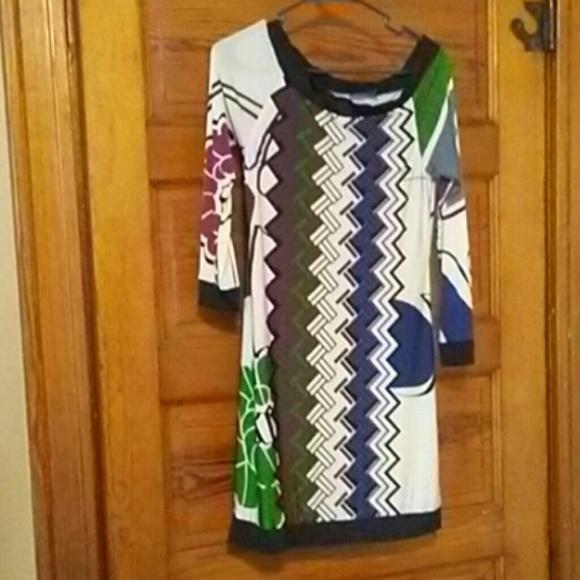 Analili Dresses & Skirts - Long sleeved patterned dress